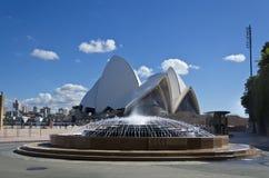悉尼歌剧院喷泉 免版税库存图片