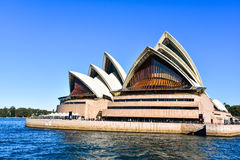 悉尼歌剧院在一个晴天 库存照片