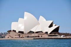 悉尼歌剧院是艺术在悉尼,新南威尔斯,澳大利亚集中 库存图片