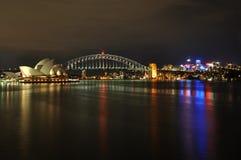 悉尼港口在晚上 免版税库存照片
