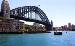 悉尼港口桥梁和公寓 库存图片
