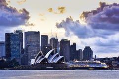 悉尼澳大利亚- 2015年9月28日:日落看法在悉尼Opear房子的 免版税库存照片