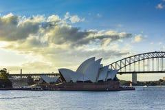 悉尼澳大利亚- 2015年7月6日:日落看法在Opear议院的 免版税图库摄影