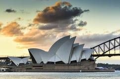 悉尼澳大利亚- 2015年7月6日:日落看法在Opear议院的 库存照片