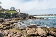 悉尼,澳大利亚- 2016年11月25日:岩石和海岸步行在悉尼邦迪滩 免版税库存照片