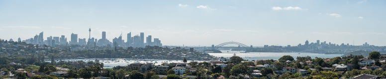 悉尼,澳大利亚- 2014年11月18日:悉尼港口和歌剧院 都市风景 亲爱的点,点吹笛者,港口桥梁, pano 图库摄影