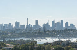 悉尼,澳大利亚- 2014年11月18日:悉尼港口和歌剧院 都市风景 亲爱的点,点吹笛者, Westfield塔 库存照片