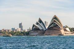 悉尼,澳大利亚- 2014年11月17日:悉尼港口和歌剧院 都市风景 免版税图库摄影