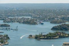 悉尼,澳大利亚- 2014年11月17日:悉尼都市风景和河从Westfield的耸立 免版税库存照片