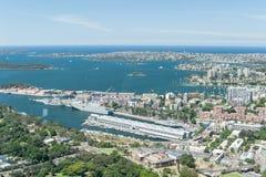 悉尼,澳大利亚- 2014年11月17日:悉尼都市风景和港口从Westfield塔的 免版税库存照片