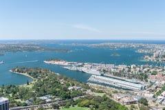 悉尼,澳大利亚- 2014年11月17日:悉尼都市风景和港口从Westfield塔的 库存图片