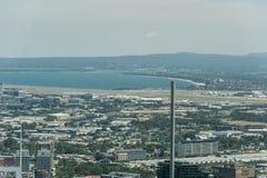 悉尼,澳大利亚- 2014年11月17日:悉尼都市风景从Westfield塔的 悉尼国际机场 免版税库存照片