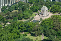 悉尼,澳大利亚- 2014年11月17日:悉尼都市风景从Westfield塔的 海德公园 安扎克纪念品 免版税库存照片
