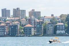 悉尼,澳大利亚- 2014年11月05日:悉尼建筑学 有轮渡的港口 免版税库存照片