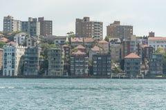 悉尼,澳大利亚- 2014年11月05日:悉尼建筑学 从波茨点的看法 河 免版税库存图片