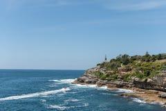 悉尼,澳大利亚- 2014年11月07日:海岸线在悉尼,接近邦迪滩 澳洲 免版税库存照片
