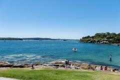 悉尼,澳大利亚- 2014年11月07日:海滩在悉尼,澳大利亚 阵营小海湾 库存照片