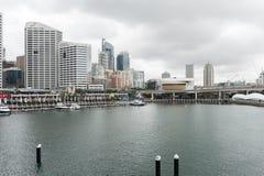 悉尼,澳大利亚- 2014年11月10日:达令港地区用游艇和水 澳洲悉尼 免版税库存照片