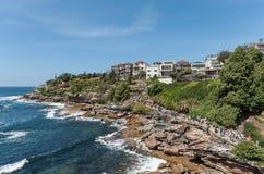 悉尼,澳大利亚- 2014年11月07日:Costline在悉尼,接近邦迪滩的道路 澳洲 对Bronte沿海步行的Bondi 库存图片