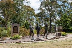 悉尼,澳大利亚- 2014年11月19日:Katoomba Contenary项目扶轮社纪念的道路施工人员 蓝山山脉地区 免版税库存图片