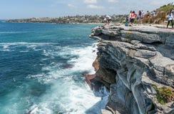 悉尼,澳大利亚- 2014年11月07日:Mackenzies点方式在悉尼,澳大利亚 接近邦迪滩 对Bronte沿海Wa的Bondi 免版税库存图片