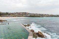 悉尼,澳大利亚- 2014年11月15日:Tamarama海滩和水池在悉尼,澳大利亚 库存图片