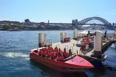 悉尼,澳大利亚- 2015年9月12日-在环形码头,悉尼的快艇游览 免版税库存图片
