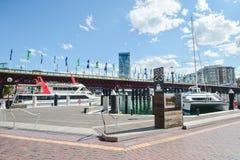 悉尼,澳大利亚- 10月9日 2017年:在小游艇船坞停泊的小船在达令港 库存照片