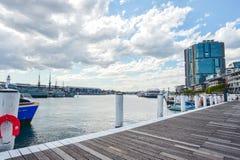 悉尼,澳大利亚- 10月9日 2017年:在小游艇船坞停泊的小船在达令港 免版税库存照片
