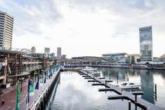 悉尼,澳大利亚- 10月9日 2017年:在小游艇船坞停泊的小船在达令港 库存图片