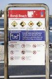 悉尼,澳大利亚- 2015年9月14日-章程和警报信号在邦迪滩 免版税库存图片