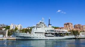 悉尼, AUSTRALIA-OCTOBER 4,2013 :HMAS Leeuwin A245皇家澳大利亚海军水文调查船 图库摄影