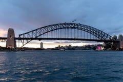 悉尼, NSW/Australia :在港口桥梁的日落 图库摄影