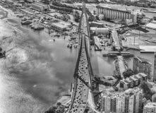 悉尼- 2015年11月10日:城市地平线鸟瞰图从恶劣环境测井的 免版税库存图片