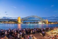 悉尼- 2015年11月6日:本机和游人在哈勃前面 免版税库存照片