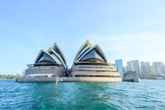 悉尼-10月12日:2017年10月12日的悉尼歌剧院视图在悉尼,澳大利亚 悉尼歌剧院是著名艺术cen 库存照片