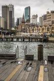 悉尼- 10月25 :Ccircular奎伊江边,在多云的码头 库存照片