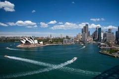 悉尼10月2009年: 悉尼从港口桥梁的港口查找。 库存照片