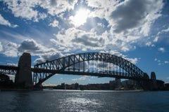 悉尼6月2009年: 港口桥梁悉尼市另一个地标  库存图片