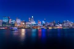 悉尼cbd亲爱的港口-与好的ev的很好的04,2010夜scape 免版税库存图片