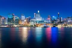 悉尼cbd亲爱的港口-与好的ev的很好的04,2010夜scape 库存照片