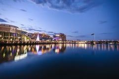 悉尼cbd亲爱的港口- 12月与ni的23,2010夜scape 免版税图库摄影