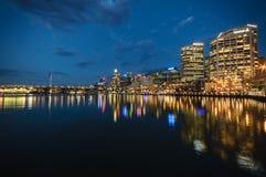 悉尼cbd亲爱的港口- 12月与ni的23,2010夜scape 库存图片