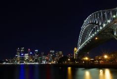 悉尼Habour桥梁在晚上 库存图片