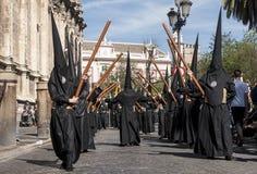 悔罪者与他的在塞维利亚学生基督教徒团体的发怒,圣周  库存图片