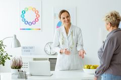 患者和医生 免版税库存照片