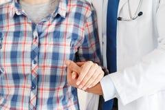 患者欢呼和支持 免版税库存照片