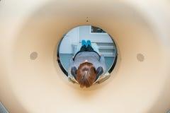 患者的关闭CT扫描X线体层照相术的在医院,射击通过设备管  选择聚焦 免版税库存照片