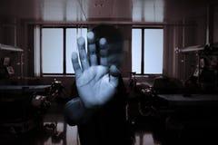 患者的手一个精神健康诊所的 库存照片