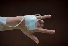 患者的手 免版税库存图片